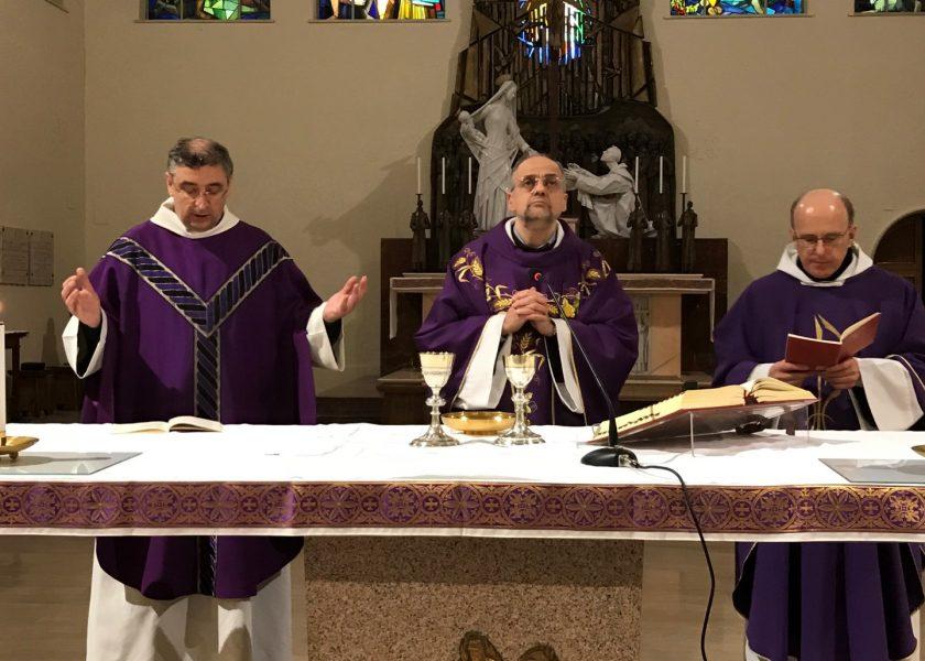 Padre Saverio na festa da comunidade do Teresianum