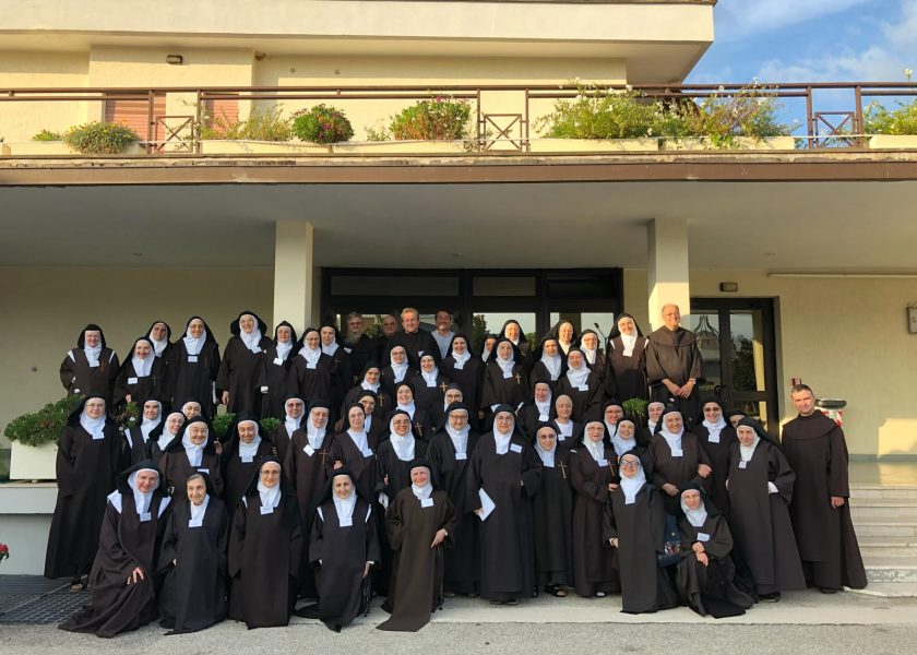 The Italian feminine Discalced Carmel with the Fr. General in Rome