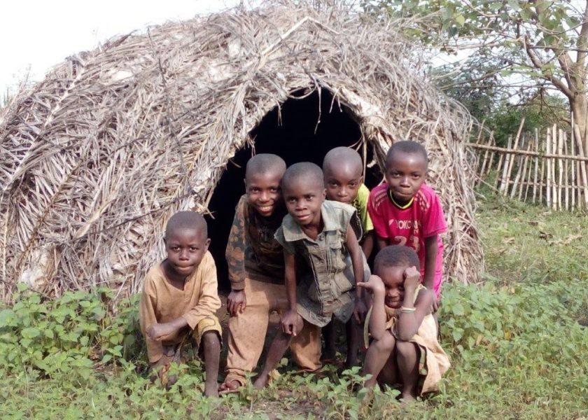 Grandes elefantes, pequenos pigmeus, diamantes preciosos e missionários apaixonados. Notícias do Carmelo de Bangui